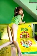 Aino-Kishi-yelow-bikini-02.