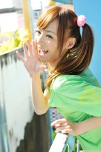 Aino-Kishi-yelow-bikini-03.