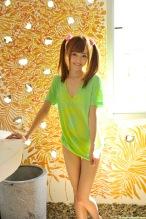 Aino-Kishi-yelow-bikini-09.